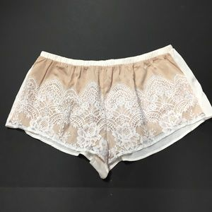 VS NUDE LACE SLEEP SHORTS XS